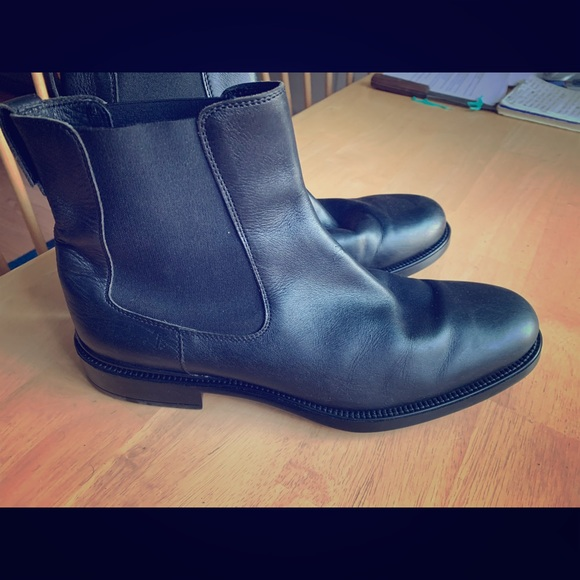 Tod's Other - Tods black leather Chelsea boots.